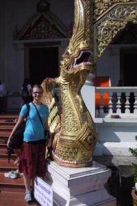 Mili mit Wächtern des Wat Phra Singh