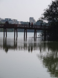 Huc Brücke im Hoan Kien See