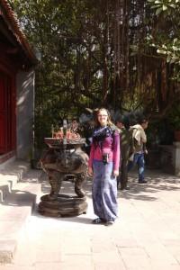 Räucherstäbchen vor dem Ngoc Son Tempel