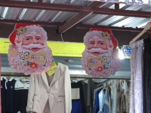 Weihnachtdeko in Kleidungsläden