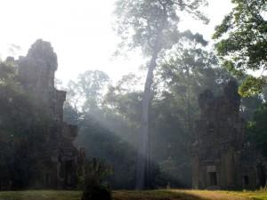 Lichtstreifen in den Ruinen