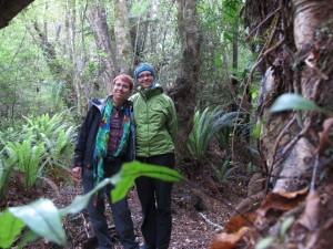 Mili und Ina im Wald