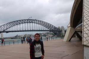 Ina vor der Habour Bridge
