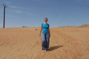 Mili in den Sanddünen