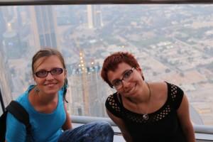 Mili und Ina auf dem Burj Khalifa